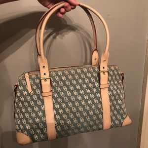 🍂Dooney & Bourke Satchel Perfect For Fall! 🍁
